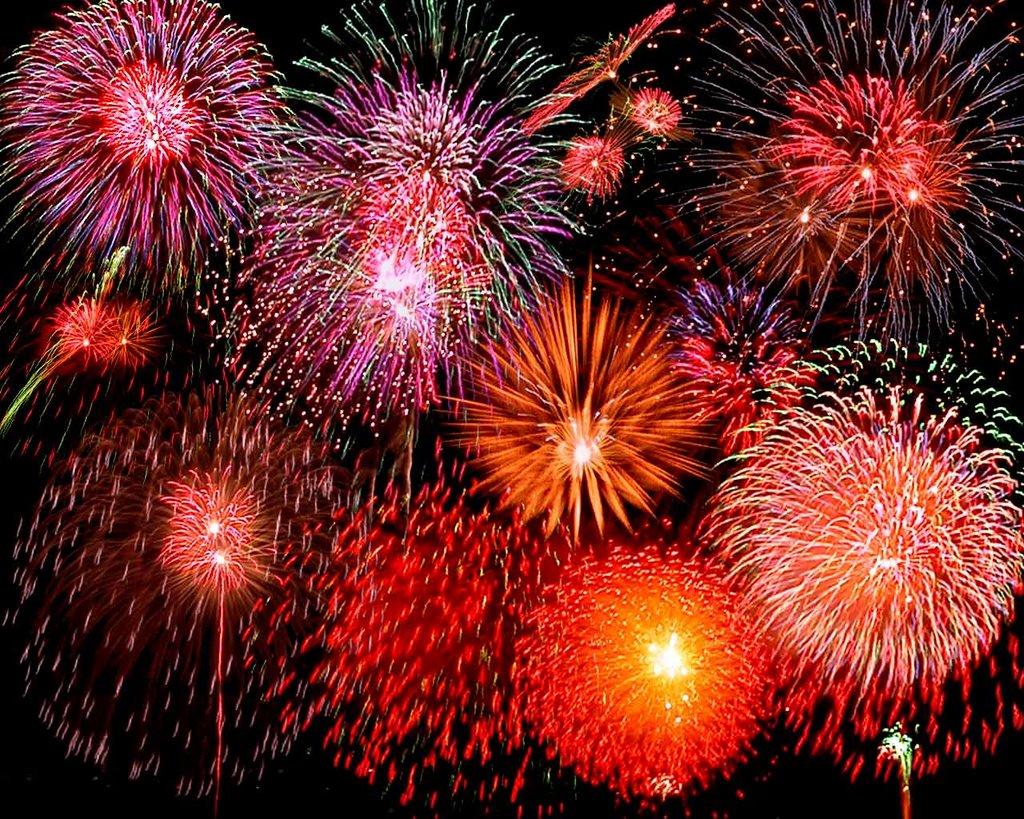 Fireworks can be extremely dangerous if used improperly especially to the eye.  Photo courtesy of: rinaz.net/2006/08/jam-jam-human-jam/