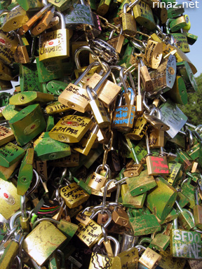 So many locks!