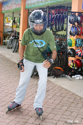East Coast Park - Is that a skating helmet or a motorcycle helmet?