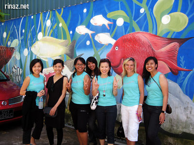 Vespa Ladies at the Qian Hu Fish Farm