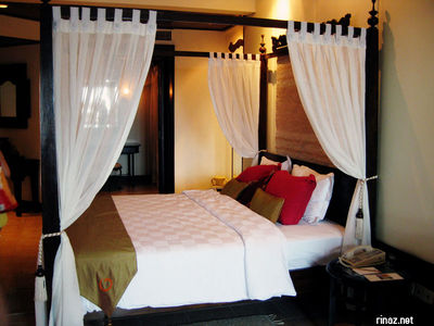 4 posted bed in Suite at Bintan Lagoon resort