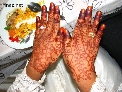 Rinaz hands with freshly painted henna