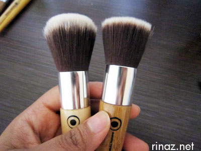 Everyday Minerals - The Kabuki Brush and the Flat Top Brush