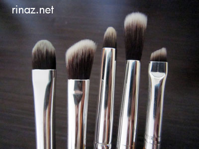 Everyday Minerals - The Everyday eyeshadow brush, eye blending brush, everyday eye smudge brush, dome blending eye brush and the angled brow and liner brush