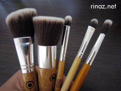 Everyday Minerals brushes that rinaz.net uses