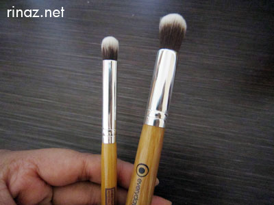 Everyday Minerals - The Eye Kabuki Junior Brush and the Eye Kabuki Brush
