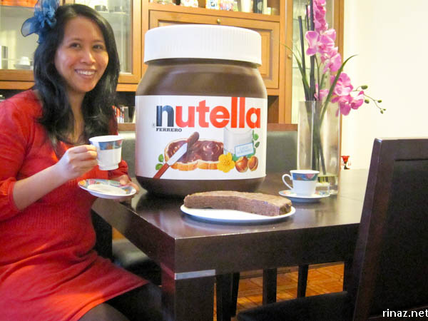 rinaz.net with a giant nutella jar