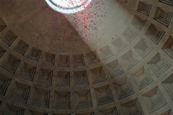Rain of roses at Pantheon
